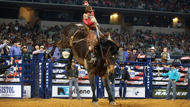 Saddle Bronc rider Cody DeMoss wins at THE AMERICAN